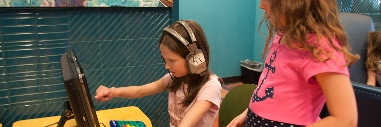 Kids using computers at ImaginOn